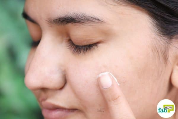 apply diy homemade anti acne cream gel