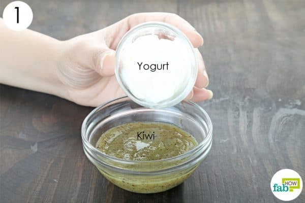 mix yogurt and kiwi pulp to make 6 diy kiwi face masks to lighten and brighten your skin