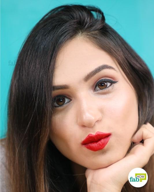 apply lipstick correctly