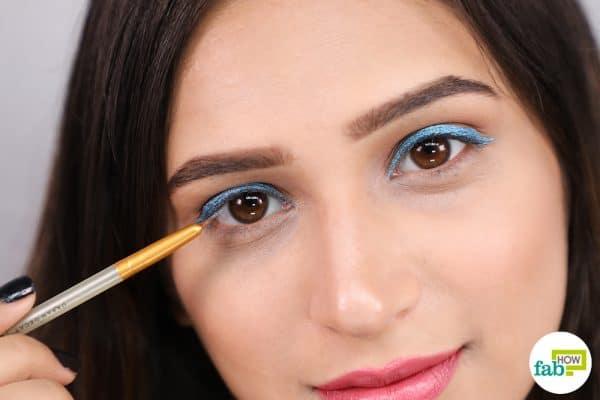 apply glitter eyeliner