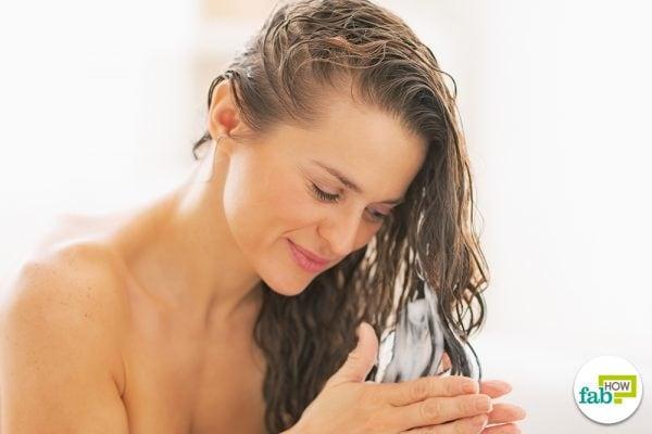 apply curl cream on damp hair
