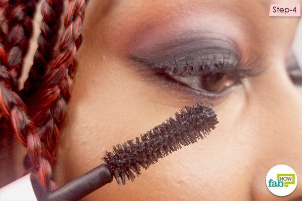 apply eyeliner and mascara